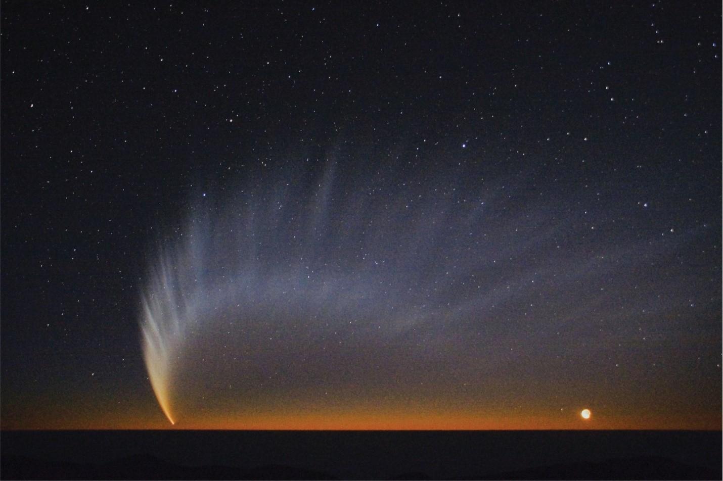Ярката комета МакНот от 2007 г. разкрила цялата си прелест над южното полукълбо.